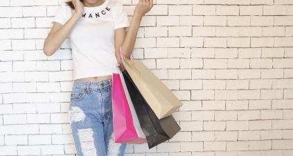 Wyprzedaże – jak i kiedy można zwrócić towar kupiony online i stacjonarnie?