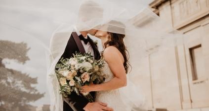 Kredyt gotówkowy online dla młodych małżeństw – co warto wiedzieć?