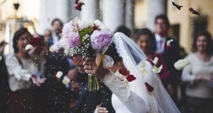 Kredyt na wesele – czy to dobry pomysł? Jak oszczędzić na ślubie?