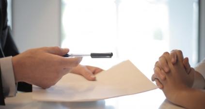 Przeniesienie kredytu do innego banku – jak to działa? Kiedy jest możliwe?
